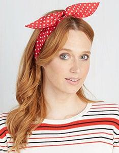 bandeau rouge femme rousse